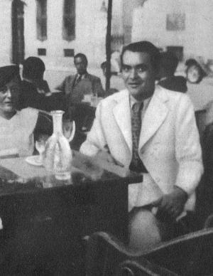 Una de las últimas fotos conocidas de Federico García Lorca, con Manuela Arniches en la terraza del Café Chiki-Kutz, en el Paseo de Recoletos de Madrid, junio o julio de 1936.