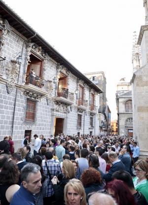 Público disfrutando de un concierto en La Madraza.