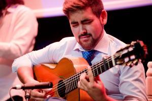 El guitarrista Álvaro Pérez, 'Martinete', sobre el escenario del Centro Federico García Lorca.