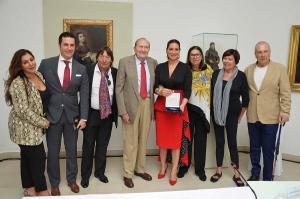 Marina Heredia ha recibido la medalla arropada por familiares, amigos y representantes institucionales.