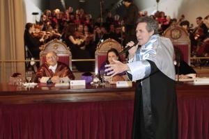 Miguel Ríos ha sorprendido interpretando al final del acto el Himno de la Alegría.