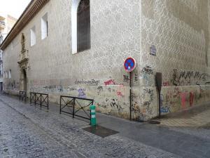 Monasterio de Santa Paula, lleno de pintadas.