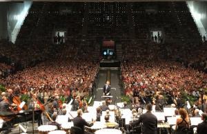 La OCG, en un abarrotado Palacio de los Deportes.