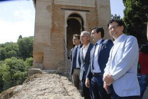 El consejero de Cultura ha visitado el Oratorio del Partal de la Alhambra, que ha recuperado su imagen original tras una inversión de más de 800.000 euros.