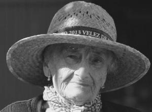 Pilar Granados, superviviente de la tragedia, a sus 95 años, en Vélez de Benaudalla.