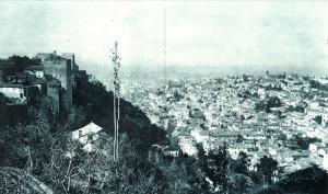 Fotografía tomada desde el Generalife el 2 de noviembre de 1921, día que fue devuelto al Estado.