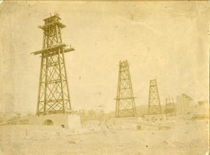 Año 1895. El Hacho en construcción: pilares números 4, 5, 6 y 7 (de Sur a Norte).