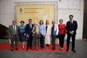 Ida Vitale junto a las autoridades y la sobrina de Federico García Lorca.