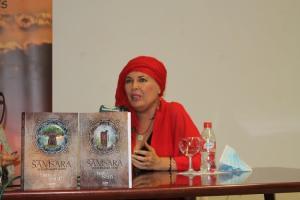 La autora, en la presentación de su libro anterior.