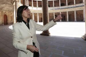 Rosa Aguilar en una visita a la Alhambra.