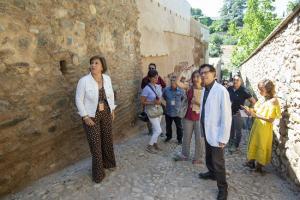 La delegada del Gobierno andaluz y el director de la Alhambra durante la visita.