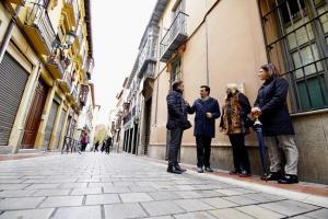 Concejales socialistas ante el edificio de San Matías, 11.