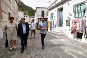 Entrena durante su visita a Pampaneira.