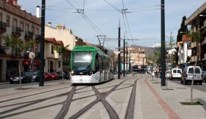 El metro a su paso por Albolote.