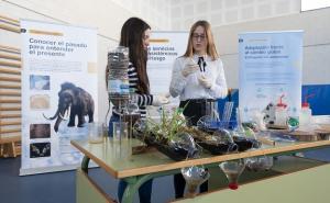 Inauguración de la muestra en el museo científico.