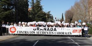 Concentración frente a los sindicatos por la muerte de un tractorista en Granada.