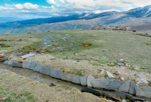 Zona de careo (siembra de agua) en la acequia del Corzón, en Jérez del Marquesado, donde se vierte el agua para su infiltración en el terreno.