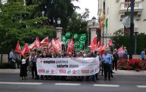 Concentración sindical frente a la Subdelegación del Gobierno.