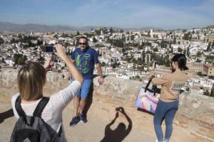 Turistas en el Albaicín.