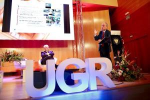 Carlos Alejaldre durante su intervención en los Diálogos de la UGR.