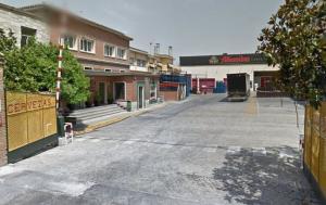 Entrada de la fábrica, en la Avenida de Murcia.