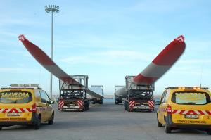 Aspas para aerogeneradores en el Muelle de las Azucenas.