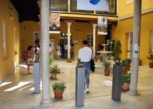 Visitantes en el Patronato Provincial de Turismo.
