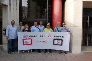 Concentración de CCOO en apoyo a los trabajadores de Alhambra Bus.