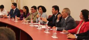 La rectora, Pilar Aranda, ha participado en un desayuno informativo con los empresarios granadinos.