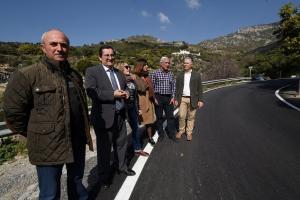Visita de Diputación a la carretera, ya reformada.