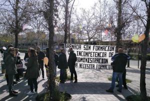 Concentración celebrada esta mañana ante la sede de la Junta.