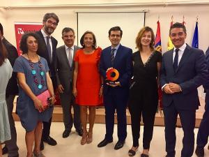 El alcalde junto a la secretaria de Estado y otros representantes de la delegación granadina.