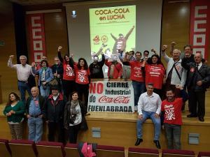 Miembros del comité de empresa de Coca-Cola Fuenlabrada, respaldados por miembros del PCA, IU y CCOO.