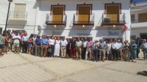 Concentración en Murtas para rechazar el cierre de sucursales de BMN en la Alpujarra.