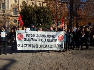 Concentración de trabajadores de la bolsa de empleo de la Alhambra.