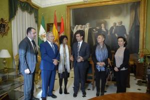 El alcalde, en la reunión con los cónsules honorarios.