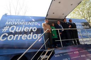 Representantes del empresariado de Granada y Valencia con el alcalde, el presidente de la Diputación y la consejera de Políticas Sociales.