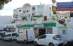 Una tienda Covirán en la zona del Algarve, en Portugal.