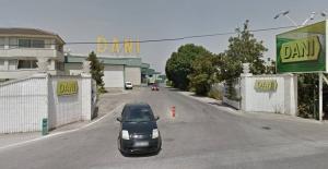 Entrada del hipermercado Dani de Armilla y sede de la empresa.