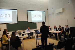 Babel es una asociación de la UGR dedicada a organizar debates.