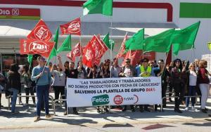 Representantes sindicales, durante la protesta.