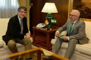 El ministro de Energía, Álvaro Nadal (izqda.) y el consejero de Empleo, José Sánchez Maldonado.