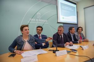 El consejero ha presentado el informe en Granada.