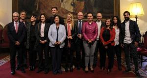 Miembros de la UGR y de Andalucía Emprende tras la firma del convenio.