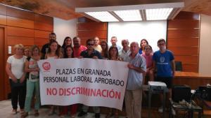 Encierro de los trabajadores en la Agencia Tributaria de Granada.