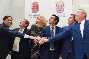 Representantes de las instituciones de Granada y Motril, este viernes.
