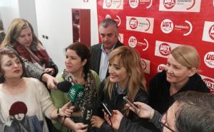 Carmen Castilla atiende a los medios en una foto de archivo.
