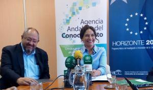 La consejera Lina Gálvez informa del distintivo al IAA-CSIC.