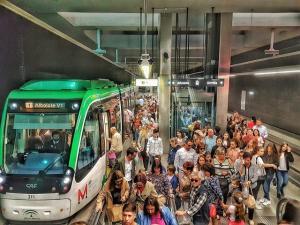 El metro mejorará su frecuencia de paso el domingo por la tarde.