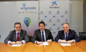 Firma del acuerdo de financiación para microempresas.